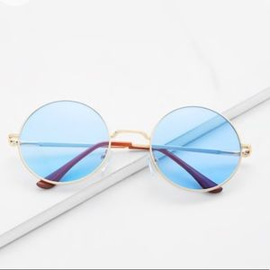 Accessories - blue round sunglasses! With free case!